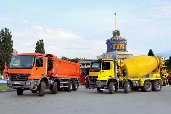 В экспозиции Центра грузовых автомобилей «Атлант» большое внимание уделялось строительной технике Mercedes-Benz.