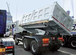 Дебютант выставки – самосвал Scania R124 c 15-кубовым кузовом трехсторонней розгрузки фирмы Minevra.
