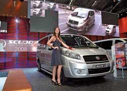 Вот он, Fiat Scudo – «Международный фургон 2008 года». В окружении прекрасных дам!
