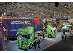 Ярко-зеленый цвет представленных грузовиков Scania говорил о том, что они оснащены революционными экологичными двигателями Евро 5.