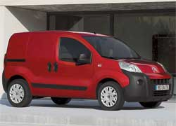 Мировой дебют на салоне отпраздновало новое семейство супер-компактных фургончиков: Сitroёn Nemo (на фото), Peugeot Bipper и Fiat Fiorino. Все они будут выпускаться в Турции, на заводе Tofas.