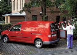 Мировой дебют на стенде Volkswagen – удлиненный на 47 см «пирожок» Сaddy Maxi. Объем грузового отсека возрос до 4,2 кубометров! Машина имеет грузоподъемность 800 кг и может буксировать 1,5-тонный прицеп. Появился самый мощный, 140-сильный турбодизель.