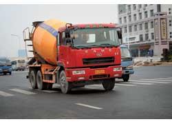 САМС (Anhui Hualing Automobile Co.) выпускает тяжелые грузовики на двух заводах. Этот – с завода Xing Ma.