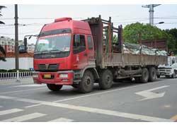 Компания Foton выпускает под брендом Auman тяжелую автотехнику: магистральные тягачи, самосвалы, бортовые автомобили, а также различные специальные машины, в том числе бетононасосы и миксеры. Один из образцов такой продукции – 4-осный (8х4) бортовой Auman 240A с лицензионным турбодизелем Steyr WD-615.50 в 330 л. с.