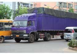 С 2002 года на грузовиках Dong Feng устанавливается кабина с новым дизайном.