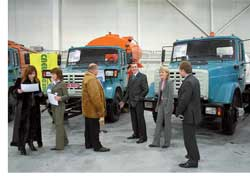 Компания «Омега-Автопоставка» привезла на выставку 4 машины на шасси среднетоннажников ЗИЛ-433362 (карб. двигатель, 150 л. с.) и ЗИЛ-432932 (дизель, 136 л. с.).