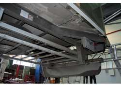 Рама шасси в задней части расширяется, что обеспечивает полу кузова дополнительную жесткость при погрузке.