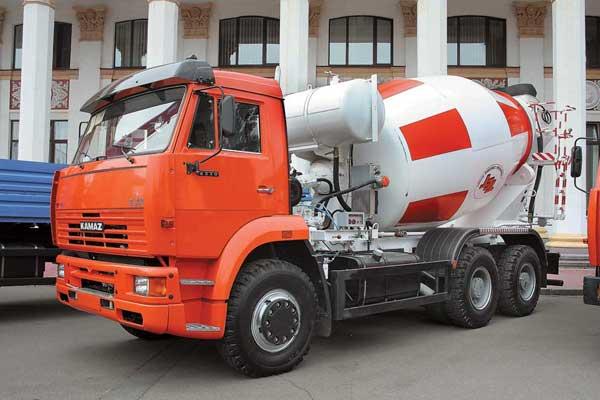 КАМАЗ-6520 (6х4), представитель нового семейства повышенной грузоподьемности, стал базой длянового 9-кубового бетоносмесителя Туймазинского завода.