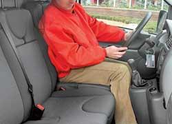 Джойстик КП – на приливе панели, и водитель может пройти к пассажирам.