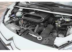 Двухлитровый мотор в 143 «лошадки» уверенно разгоняет груженую машину и «кушает» в среднем не более 12 л бензина на 100 км.