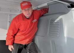 Для перевозки длинномерных грузов над кабиной есть 60-сантиметровый тоннель.