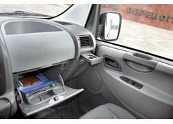 В «бардачок» лягут бумаги А4. Вместо второго airbag (опция) – большой карман.