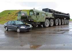 Восьмиосный тягач МЗКТ-79221 из-за поломки до места погрузки так и не доехал…