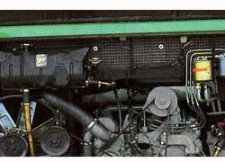 Турбодизель V8 в 330 л. с. расположен за задней осью и довольно низко. Это снижает центр тяжести, а при столкновении мотор уходит под пол салона.