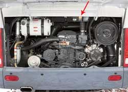 Хороший доступ в моторный отсек обеспечивают большой задний люк и боковые крышки. Установлен блокиратор, не допускающий запуска двигателя из кабины во время обслуживания.
