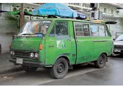 «Комби» Toyota HiAce еще первого поколения (1961 г.). С 2006 года «ХайЭйсы» экспортируются в Таиланд из Малайзии.