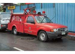 Здесь «пожарные» бывают маленькими, да удаленькими. Насосный автомобиль Ford Ranger оснащен еще и стволом-водометом.