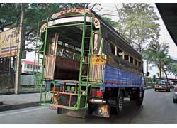Самые дешевые автобусы – переоборудованные из грузовиков. Этим видом транспорта в основном пользуются небогатые жители пригорода.