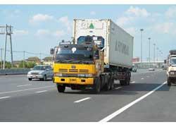 Компания UD-Nissan Diesel выпускает в Таиланде даже магистральные тягачи. Самые мощные из них – с 350-сильными дизелями и пневмотормозами.