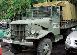 Эта Toyota DW15L начала 60-х (6х6, на 2,5 т) служила в армиях многих стран Юго-Восточной Азии – и в тайской тоже.