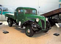 Легкий грузовик Volvo LV101 по прозвищу «остроносый» (1937 г.). Дизайн в американском духе – от фирмы Atvidaberg. Мотор ECG – мощностью 50 л. с., или ЕС – 86 л. с.
