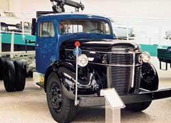 Один из первых грузовиков с собственным дизелем Volvo VDA – 100 л. с. Эта машина модели LV248X за характерную форму передней части получила прозвище «круглый нос».