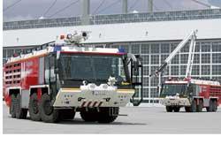 Компания MAN Nutzfahrzeuge AG по праву считается лидером в производстве самых мощных шасси под пожарные автомобили. Свежее подтверждение тому– пополнение пожарной команды аэропорта Мюнхена тремя 1000-сильными моделями SX 43.1000 (8х8).