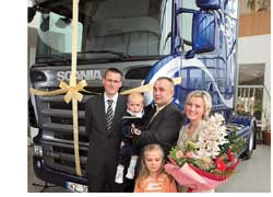 Польский 34-летний дальнобойщик Марек Щеренос, победивший в Европейском конкурсе молодых водителей грузовиков (Young European Truck Driver, 2007) недавно получил обещанный приз– настоящий магистральный грузовик Scania R-cерии.