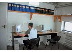 В учебном классе персонал повышает свою квалификацию.