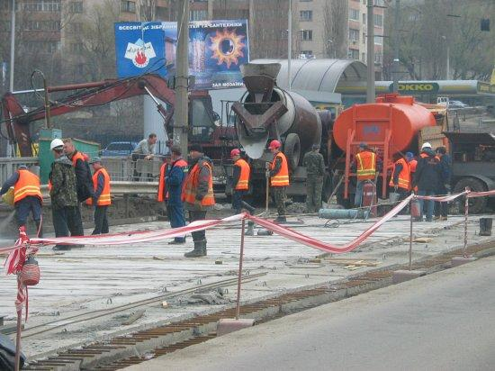 ремонт дороги на проспекте Бажана