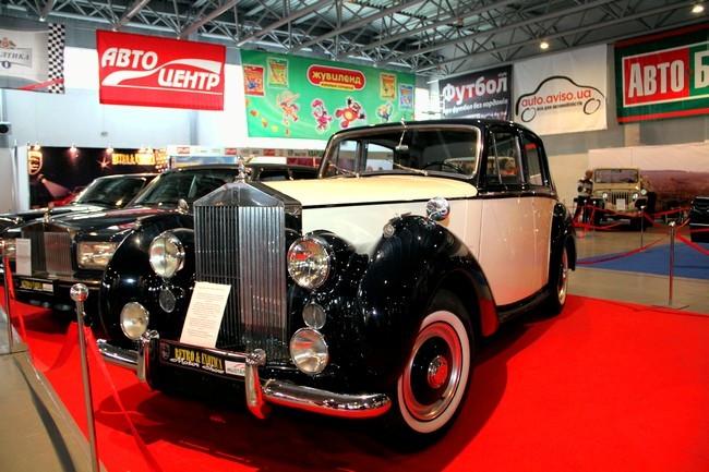 Выставка ретро-автомобилей открылась в Киеве