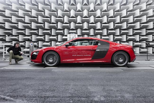 спорткар Audi R8 e-tron