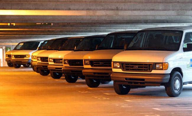 новые автомобили в гараже правительства Майами