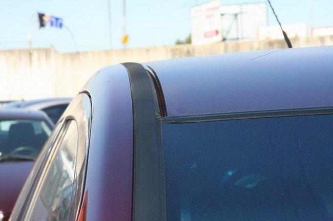 пластиковый молдинг на крыше Mitsubishi Colt