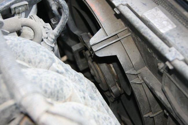 электровентилятор системы охлаждения Mitsubishi Colt