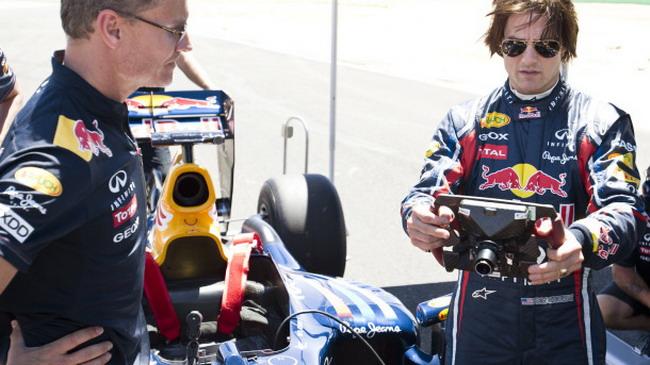 Том Круз сел за руль болида команды Формулы-1 Red Bull