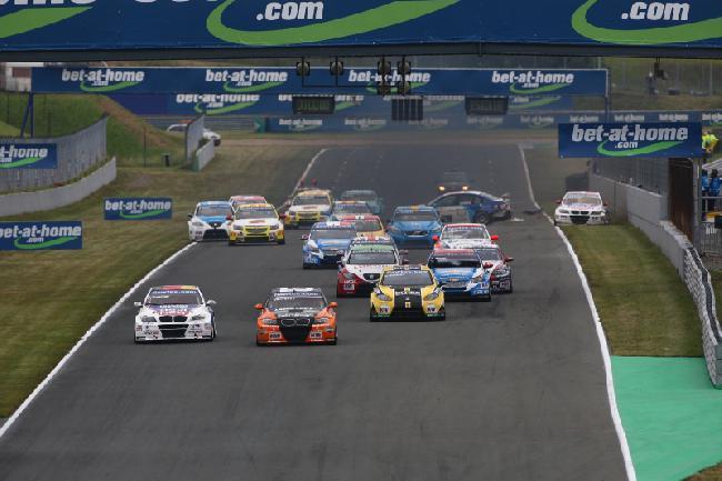 WTCC в Ошеслейбене, старт второй гонки