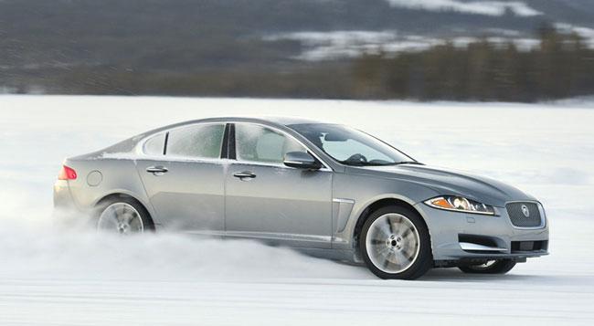 Полноприводные седаны Jaguar XJ и Jaguar XF