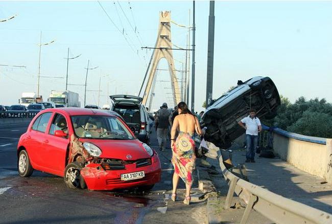 ДТП на Московском мосту в Киеве