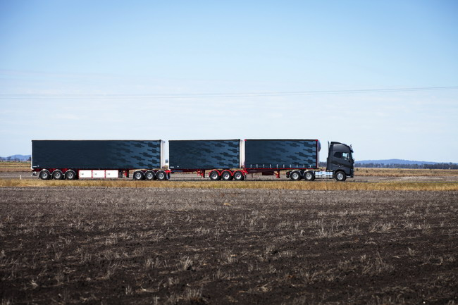 Тягач Volvo FH16 в составе сверхдлинного автопоезда для дорог Австралии