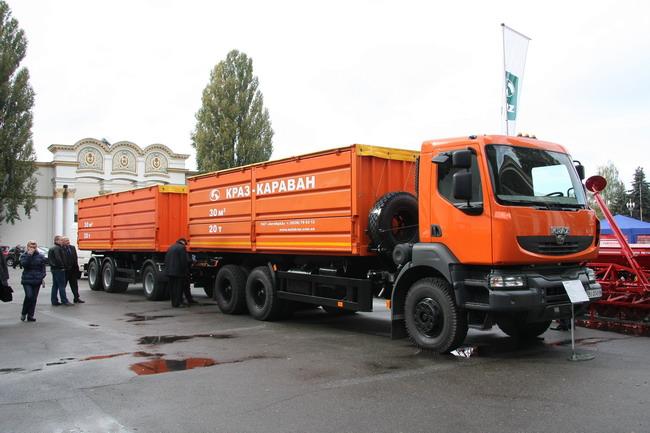 Сельскохозяйственная выставка: зерновоз КрАЗ-6230С4