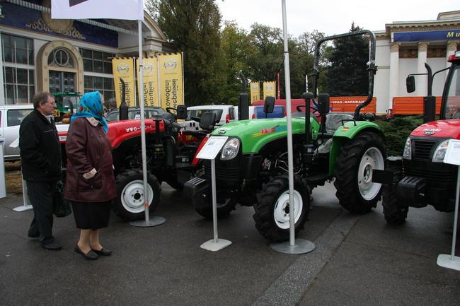 Сельскохозяйственная выставка: тракторы YTO