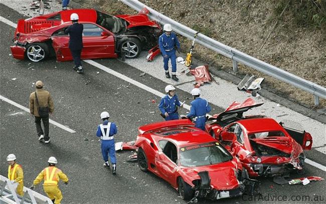 В Японии произошла элитная авария с участием 8 Ferrari и 1 Lamborghini