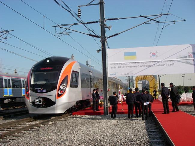 Украине передали первый Hyundai с логотипом Евро-2012