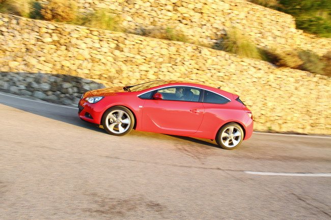 новый Opel Astra GTC