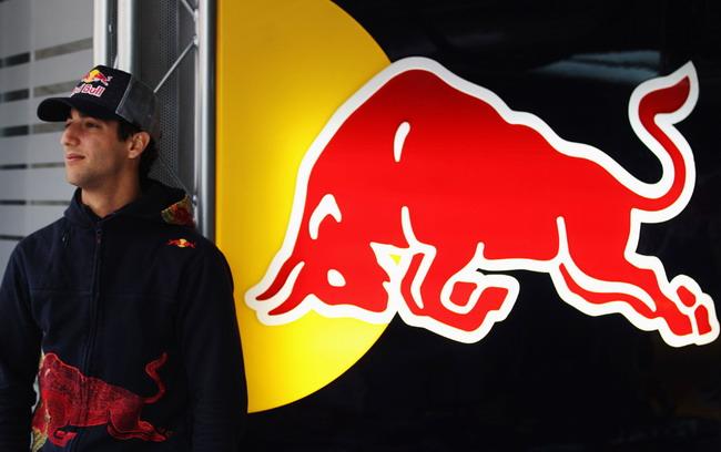 Команда Toro Rosso обновила состав пилотов