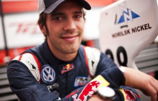 Несмотряна проигрыш в Мировой Серии Renault, у Жана-Эрика Верне немало поводов для улыбок - чего только стоит трехлетний контракт с Torro Rosso