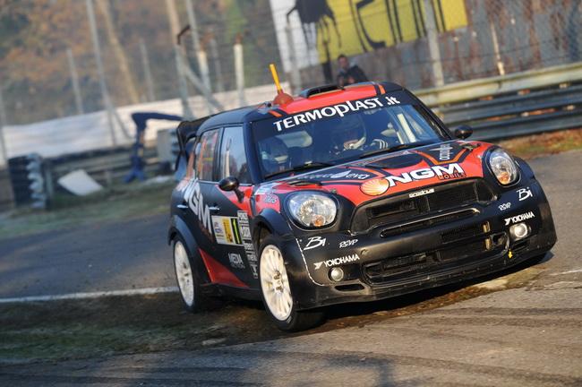 После пары 3-х мест, Пьеро Лонги пересел в Mini WRC и даже выиграл СУ1, однако получил штраф за ретардер на нем, после чего его гонка не заладилась