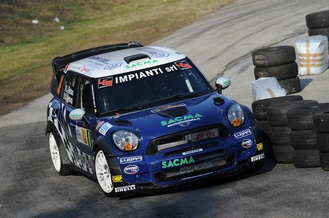 На Mini WRC свои силы пробовал еще один сильный итальянец - Коррадо Фонтана, однако он закончил гонку только 12-м, в трех минутах от Лоэба