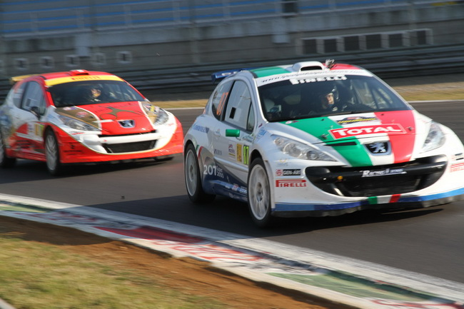 Среди участников S2000, коих на Монца Ралли Шоу-2011 оказалось 35 (!), победу отпраздновал Чемпион Италии Паоло Андреуччи (№87) - 13-е место в абсолюте